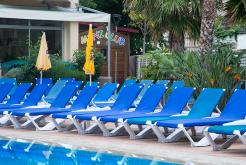 Outdoor swimming pool Hotel Oasis Tossa