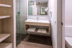 Baño habitación GHT Hotel Sa Riera
